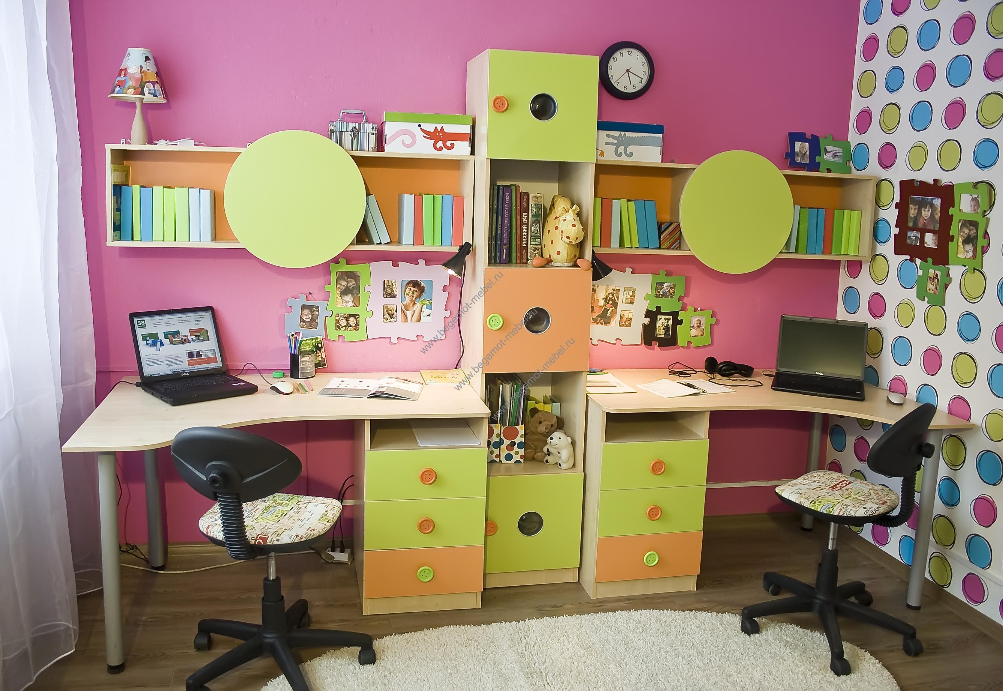 Угловой стол для школьника.
